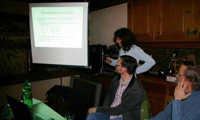 Claudia bei ihrem Vortrag
